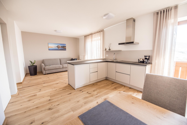 Apartment 1, Küchenzeile